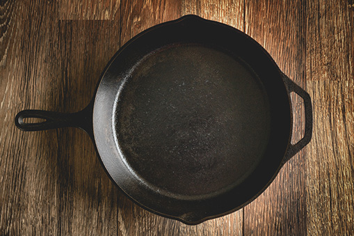 Are cast iron pans unsafe?