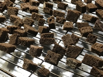 black-russian-croutons-baked